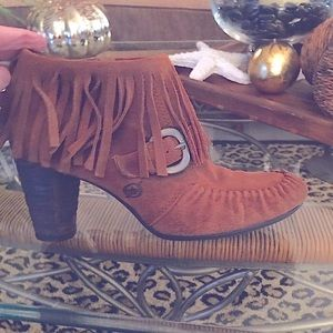 BORN low fringed boot. New without tags